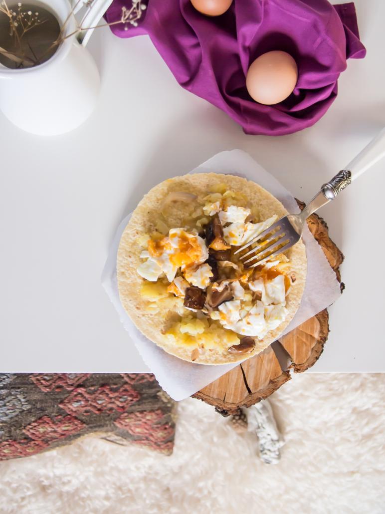 Quesadillas de boletus y huevos rotos