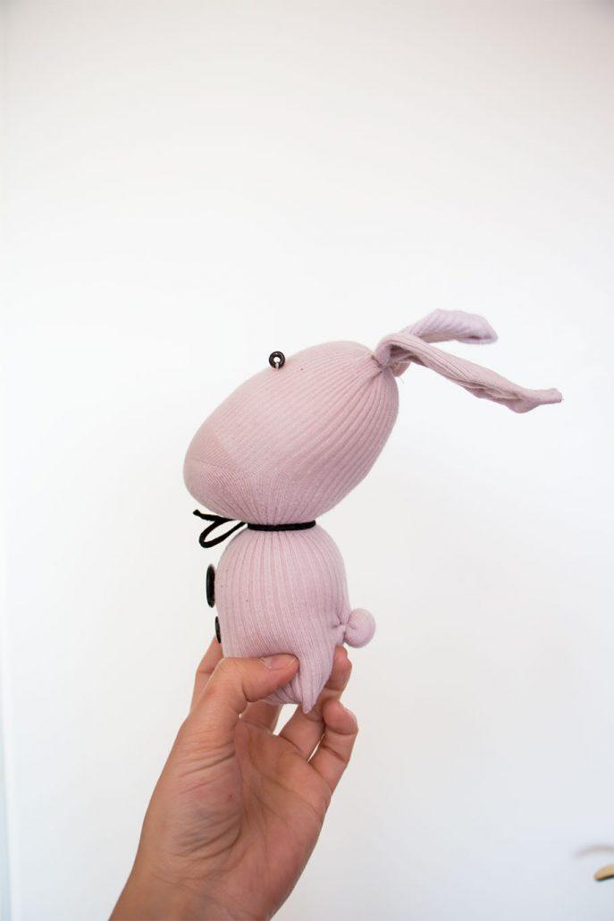 cojin-conejo-con-calcetin