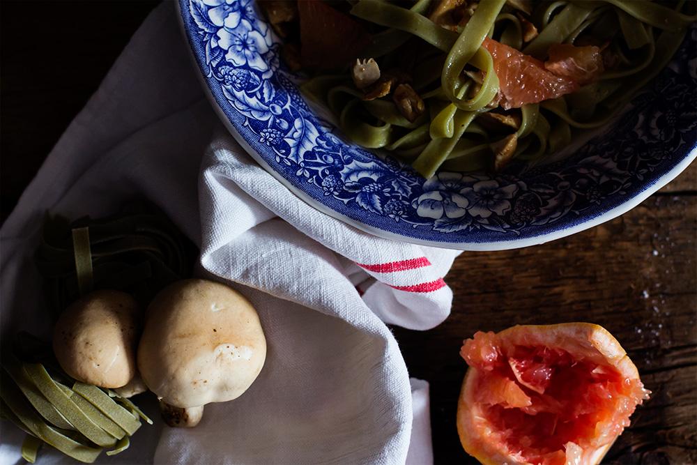 Ensalada de pasta con perrechicos y pomelo